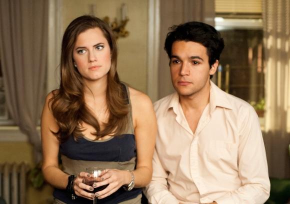 Marnie y su primer novio en la serie, Charlie (Christopher Abbott).