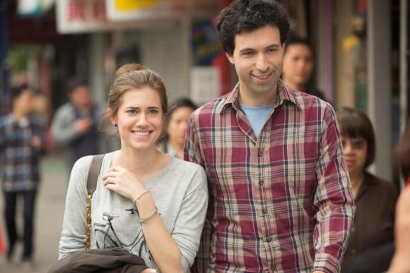 Con Ray (Alex Karpovsky), su pareja más improbable.