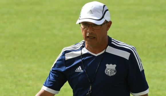 Líder. Emelec, de Alfredo Arias,  ganó con gol a los  95'. Foto: Ariel Colmegna
