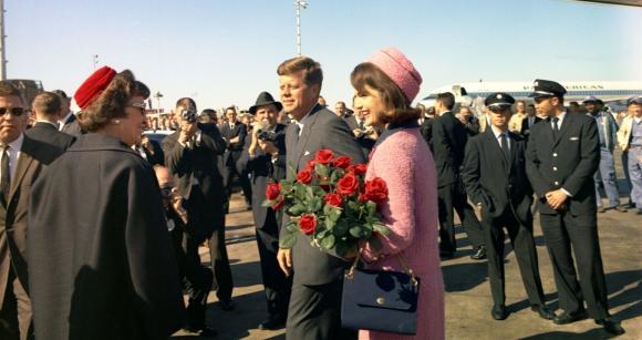 John Fitzgerald Kennedy junto a su esposa en 1963. Foto: AFP