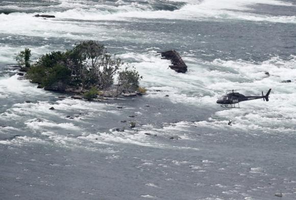 Erendira Wallenda sobre las Cataratas del Niagara. Foto:AFP
