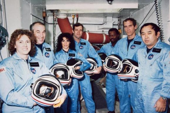 Tripulación del Challenger en 1986. A la derecha, Ellison Onizuka. Foto: NASA.