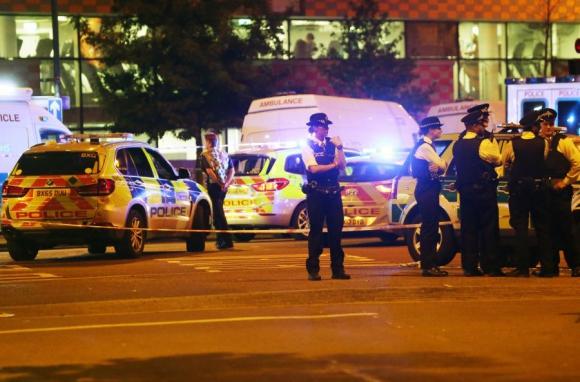 Un vehículo arrolló a varias personas en Londres, la Policía trabaja en el lugar. Foto: Reuters