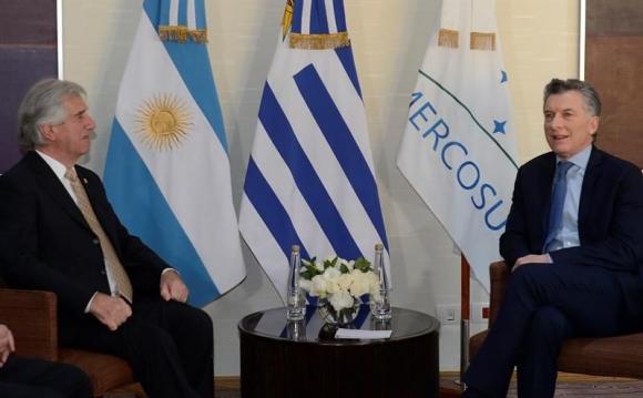 Tabaré Vázquez con Mauricio Macri en Mendoza. Foto: EFE