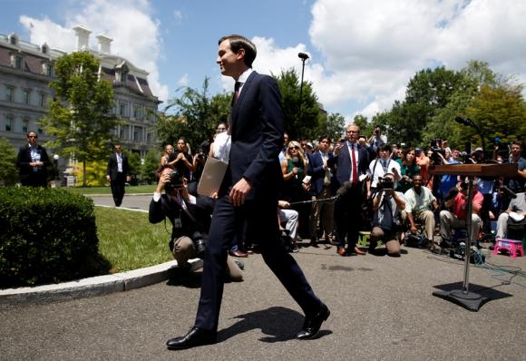 El yerno de Trump ayer al llegar al Senado para comparecer por la trama rusa. Foto: Reuters