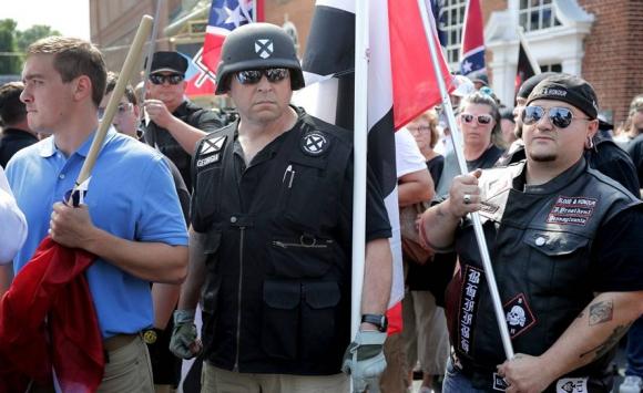 Manifestantes supremacistas hoy en Charlottesville. Foto: AFP.