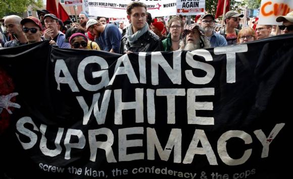 Manifestantes antirracistas hoy en Charlottesville. Foto: Reuters.