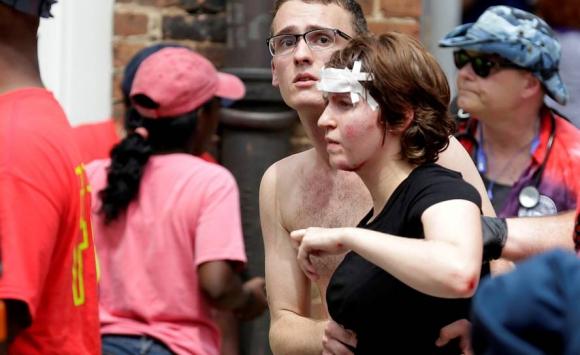 Heridos tras incidentes entre supremacistas y antirracistas en Charlottesville. Foto: Reuters