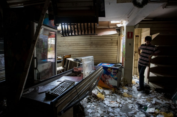 Al menos doce comercios fueron destrozados en El Valle, una zona humilde de Caracas. Foto: EFE