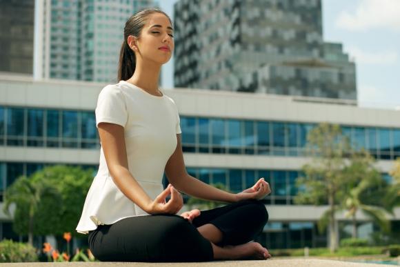 Cada vez son más las personas que buscan tranquilidad en la meditación