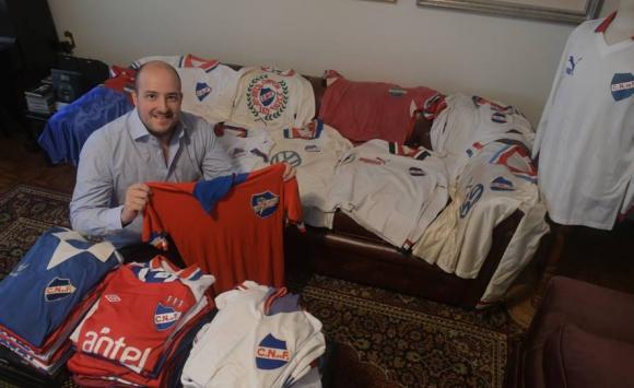 Guillermo Moratorio, coleccionista de camisetas de Nacional. Foto: Francisco Flores