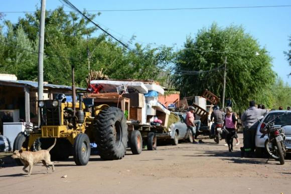 Juez autorizó desalojar a los ocupantes de las viviendas que pueden ser afectadas por la creciente. Foto: Raúl Zapata/  Intendencia de Artigas