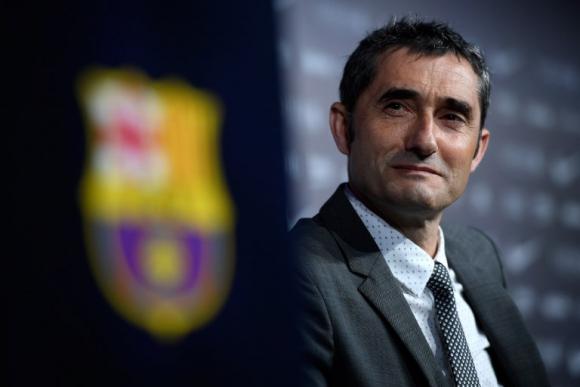 Ernesto Valvede durante su presentación en el Barcelona. Foto: AFP