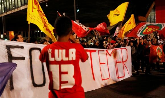 Partidarios de Lula reclamaron anoche la salida de Temer. Foto: Reuters