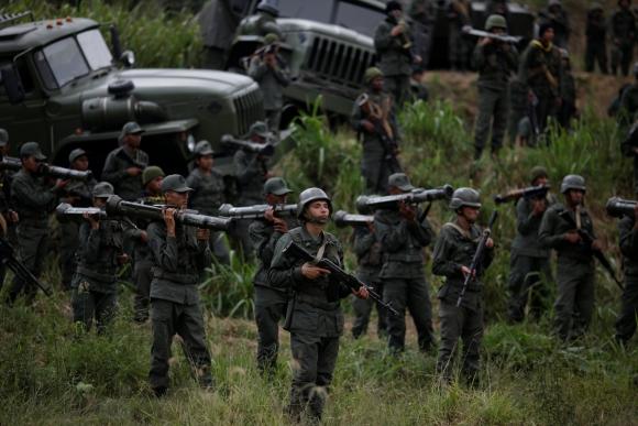 La Fuerza Armada Nacional Bolivariana realiza ensayos. Foto: Reuters