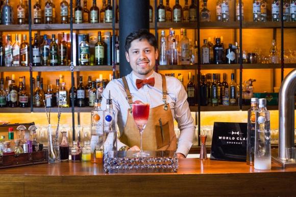 Adrián Guedes, bartender de Glasgow Bar.
