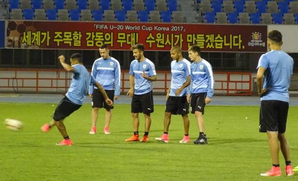 Hubo trabajos de definición y también desafíos entre los jugadores. Foto: Prensa Uruguay