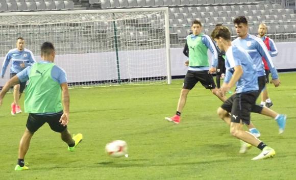 Hubo fútbol en los trabajos en el Complejo Deportivo de Suwon. Foto: Prensa Uruguay