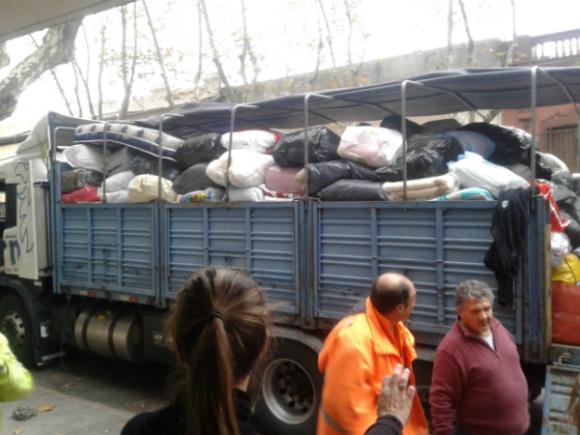 Varios camiones ya han partido hacia Salto con la carga de donaciones.