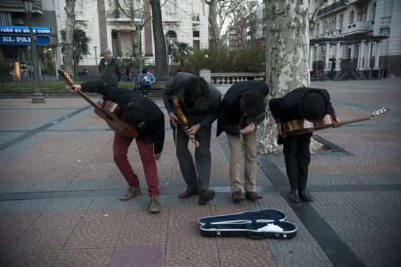 Mandan serenatas por WhatsApp a quienes se lo pidan. Foto: F. Pozetto