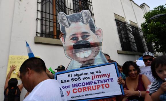 Protestas contra el presidente Jimmy Morales en Guatemala. Foto: AFP.