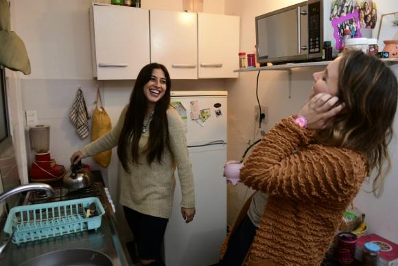 Antonella y Bibiana son amigas desde chiquitas. Foto: Marcelo Bonjour