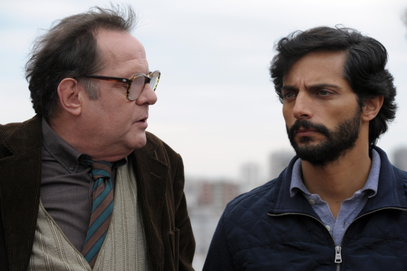 Luis Luque y Joaquín Furriel en los roles de detective y padre desesperado.