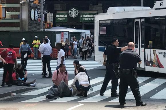Auto embistió a peatones en NY. Foto: Reuters