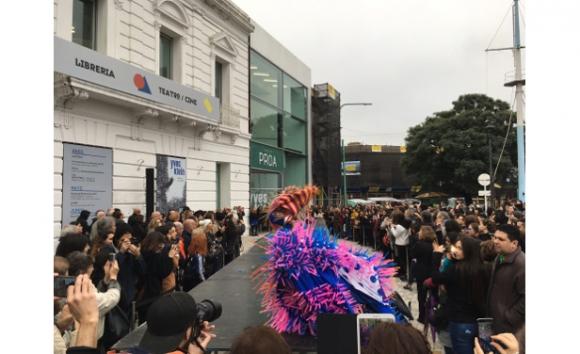 Desfile de modelos inspirados en Yves Klein, Proa (foto László Erdélyi)
