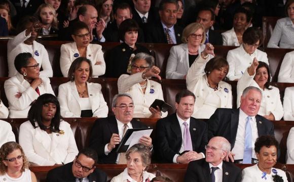 La gran mayoría de las congresistas demócratas lucieron vestidos blancos. Foto: AFP