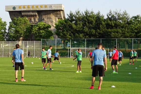 Entrenamiento en la cancha anexa del Daejeon World Cup Stadium. Foto: @Uruguay