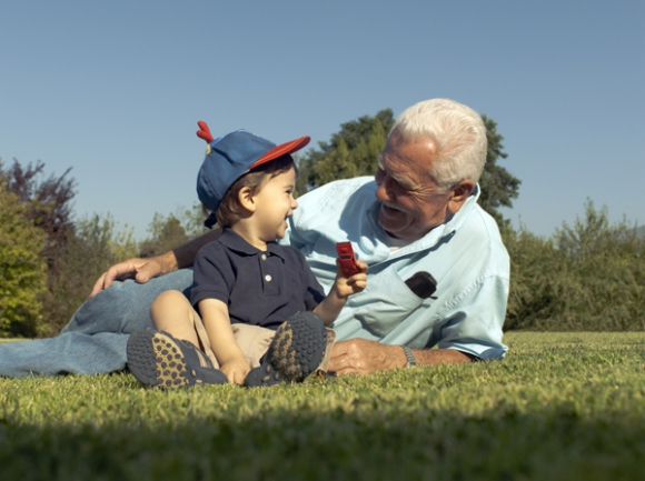 Hoy hacen con sus nietos cosas distintas a las que hacían con sus propios abuelos.
