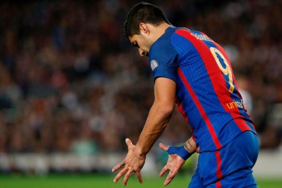 Luis Suárez lamentándose por no haber tenido una buena ocasión. Foto: AFP.