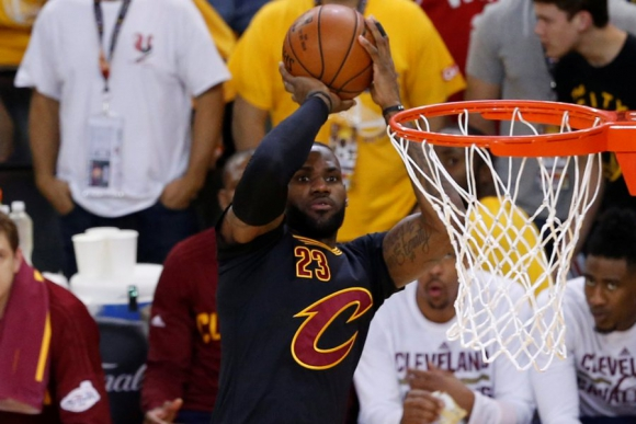 LeBron James brilló en el triunfo de los Cleveland Cavaliers. Foto: EFE