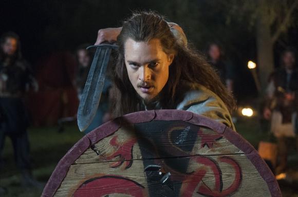Alexander Dreymon es el actor alemán que encarna al protagonista.