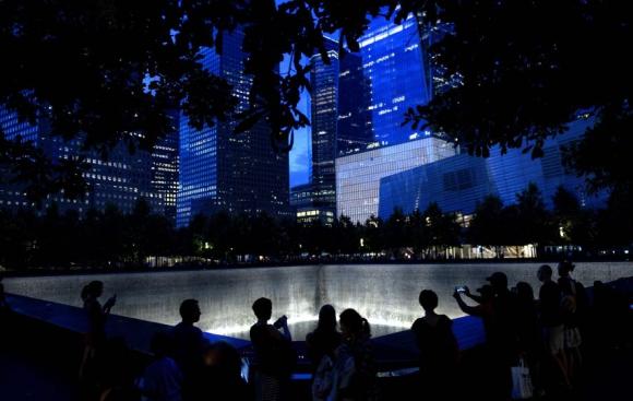 Familiares de las víctimas y autoridades participaron del acto. Foto: AFP