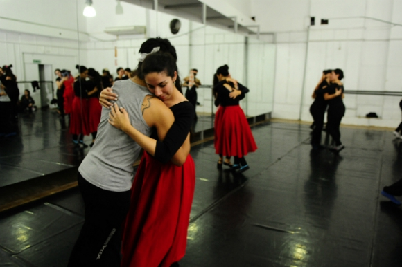 Hay 200 alumnos que aprenden danzas folklóricas en el Sodre (Foto: Marcelo Bonjour)