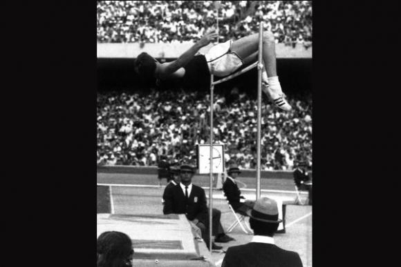 Richard Fosbury, un revolucionario del salto en alto.