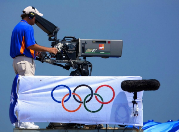 La televisación no comenzó hasta 1936; el pabellón olímpico se izó en 1920.