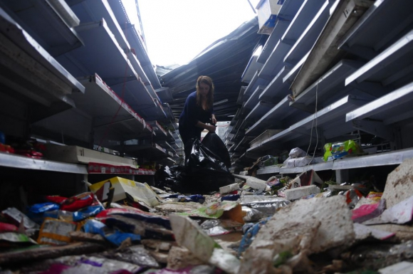 Las estanterías de un supermercado totalmente destruidas. Foto: Fernando Ponzetto