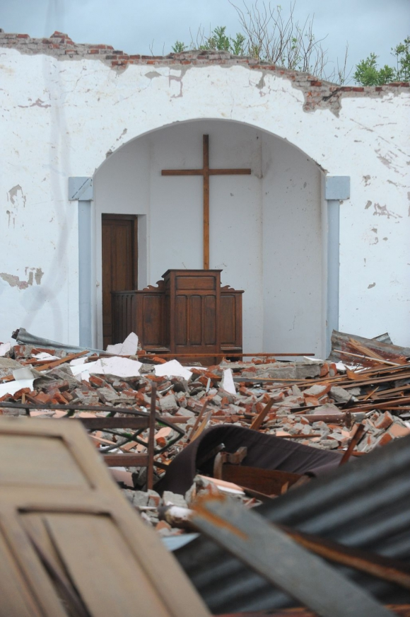 Lo que quedó en pie de la iglesia de Dolores. Foto: Fernando Ponzetto