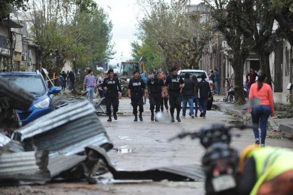 La Policía controlando las calles de Dolores. Foto: Fernando Ponzetto