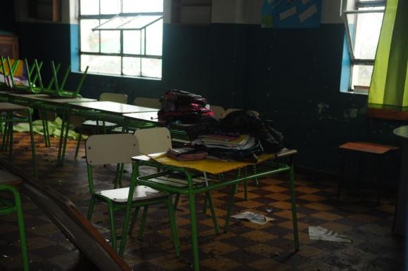 La escuela también se vio afectada. El pupitre intacto. Foto: Fernando Ponzetto