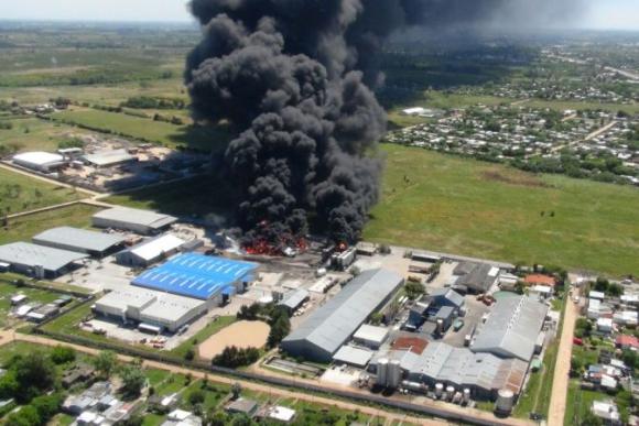 Explosión en una fábrica de pintura en Barros Blancos. Foto: Ministerio del Interior.