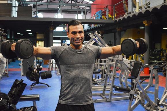 Javier Misa durante su rutina en el gimnasio Club One.