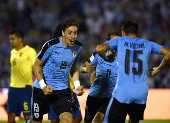 Sebastián Coates festejando su gol con la selección uruguaya. Foto: AFP