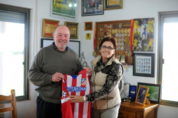 Sus padres, Iris y Julio, ahora viven en un campo cercano a Rosario y son sus principales fans.