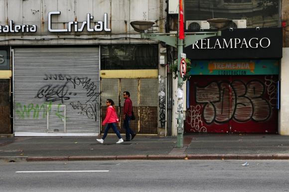 Grafitis en Montevideo. Foto: F. Ponzetto