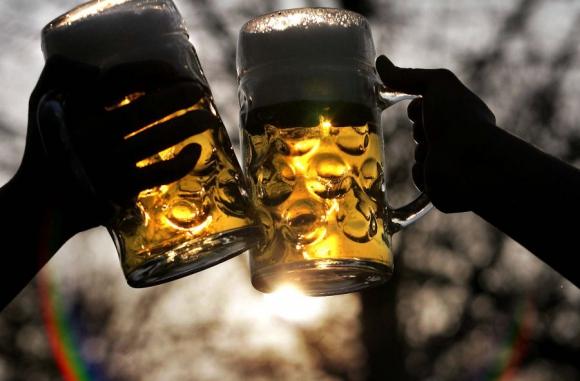 Comercios prohibirán la venta de alcohol en horario de 22 a 06. Foto: AFP.