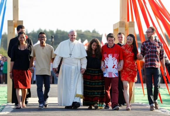 El Papa sostuvo diálogo ameno con jóvenes. Foto: Reuters